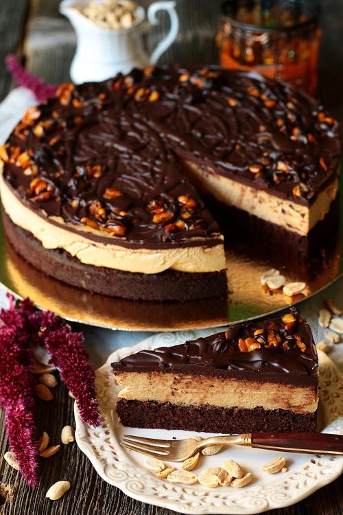 Snickers na biszkopcie wegańskie ciasto na zamówienie tort czekoladowy orzechowy