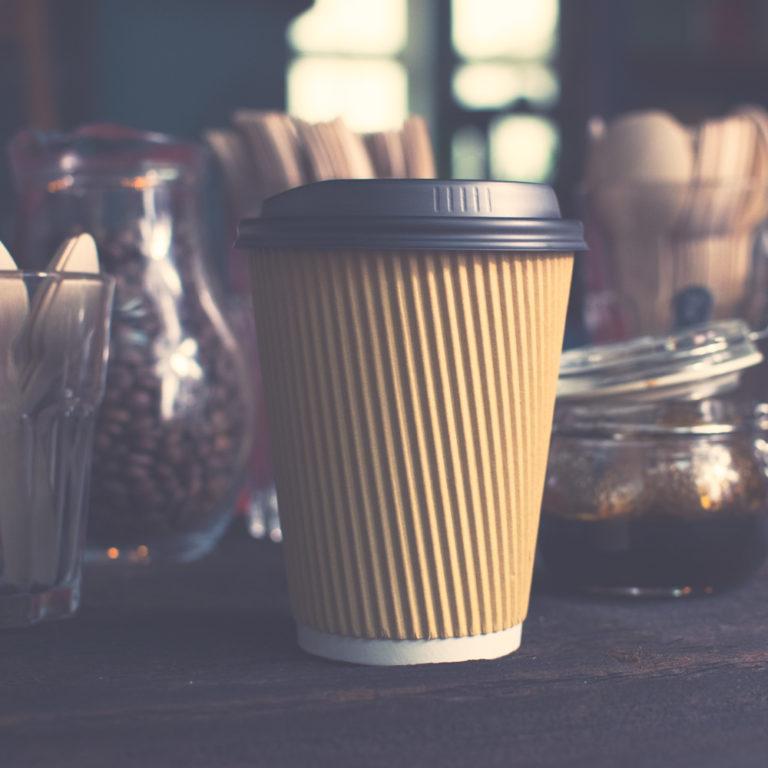 ekologiczne kubki biodegradowalne kawa na wynos kawiarnia wroclaw drewniane sztuce