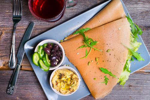 przekąski weganskie wrocław hummus oliwki gryczane naleśniki bez glutenu