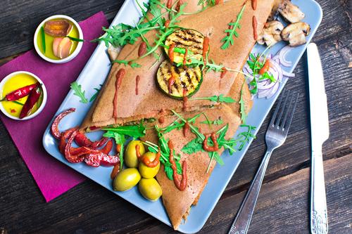 nalesnik weganski bez glutenu lunch obiad ciekawe dania wrocław na zamówienie pizza weganski cheddar