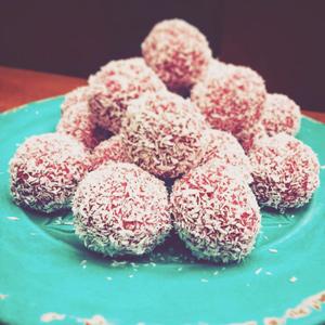 weganskie bez glutenowe słodycze kuleczki praliny trufle